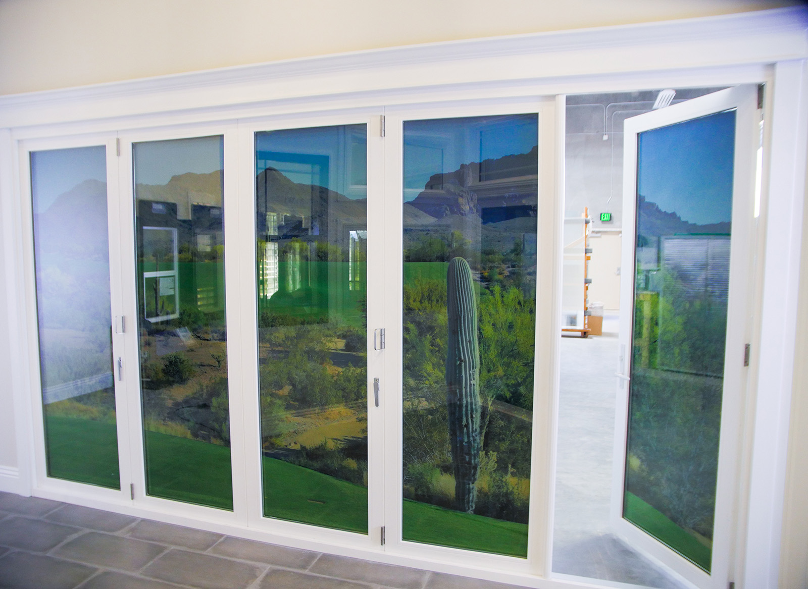 Showroom folding wall clear cut glass for Retractable walls residential